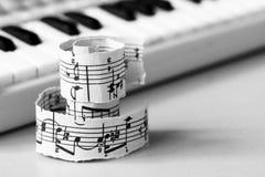 Marzec 28, 2018 Izhevsk, Rosja Muzykalne notatki, pianino Obraz Stock