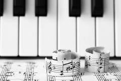 Marzec 28, 2018 Izhevsk, Rosja Muzykalne notatki, pianino Zdjęcia Stock