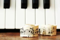 Marzec 28, 2018 Izhevsk, Rosja Muzykalne notatki, pianino Zdjęcie Royalty Free