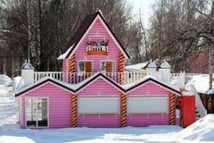 Marzec 26, 2018 Izhevsk, Rosja Piękny różowy bela dom, bajecznie świat Obraz Stock