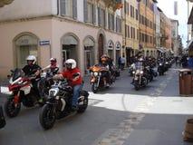 Marzec motocykliści w Włochy zdjęcie royalty free