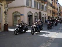 Marzec motocykliści w Włochy obraz stock