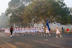 Marzec past India ` s szkoły dziewczyny Fotografia Stock
