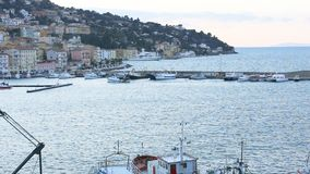 Marzec 23, 2018, Porto Santo Stefano, Włochy Powrót łódź rybacka Porto Santo Stefano zdjęcie wideo