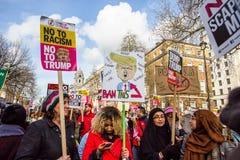 Marzec przeciw Atutowym polisom Obrazy Royalty Free