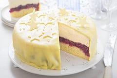 Marzipan-Weihnachten Cherry Torte stockfoto