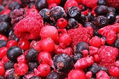 Marznąć mieszane jagody jako tło Czarne jagody, malinek czarne jagody i porzeczkowy morwowy tekstura wzór, Fotografia Stock