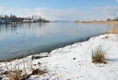 Marznięcia jezioro w miękkiej zimie Zdjęcia Stock