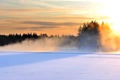 Marznięcie rzeka w zimnym zima dniu obraz royalty free