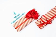 8 marzo contenitore di regalo di giorno Vista superiore con lo spazio della copia giorno di madri concentrato Fotografia Stock