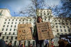 Marzo contra políticas del triunfo Fotos de archivo libres de regalías