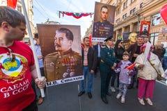 Marzo del regimiento inmortal, sincronizado al 71.o aniversario de la victoria en la gran guerra patriótica Imágenes de archivo libres de regalías