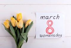 8 marzo e tulipani gialli Immagini Stock Libere da Diritti
