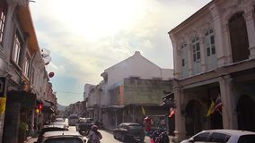 Marzo, 18,2014: Escenas de la calle del camino de Thalang en Phuket, Tailandia almacen de video