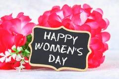 8 marzo, giorno internazionale del ` s delle donne Lavagna con i fiori rosa Fotografie Stock Libere da Diritti