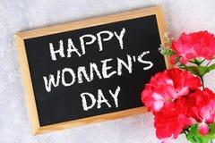 8 marzo, giorno internazionale del ` s delle donne Lavagna con i fiori rosa Fotografie Stock