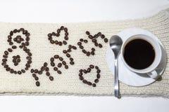 8 marzo iscrizione con i chicchi di caffè fotografie stock libere da diritti