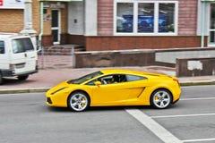31 marzo 2015, Kiev, Ucraina Lamborghini Gallardo sulle vie di Kiev immagini stock libere da diritti