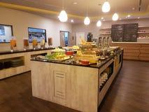 5 marzo Kuala Lumpir La prima colazione del buffet installata all'ibis disegna l'hotel Fotografia Stock