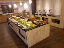 5 marzo Kuala Lumpir La prima colazione del buffet installata all'ibis disegna l'hotel Fotografie Stock Libere da Diritti