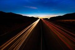 12 marzo 2017, LAS VEGAS, NV - luci striate al tramonto più di 15 da uno stato all'altro, a sud di Las Vegas, il Nevada al tramon Fotografia Stock Libera da Diritti