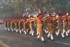 Marzo más allá de los cadetes nacionales de la señora del ` s del cuerpo del cadete del ` s de la India Fotografía de archivo