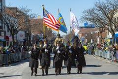 Marzo militar en St Patrick ' desfile Boston, los E.E.U.U. del día de s Foto de archivo