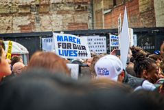 Marzo para nuestra marcha del ` s del movimiento de las vidas en Los Ángeles céntrico Imagen de archivo