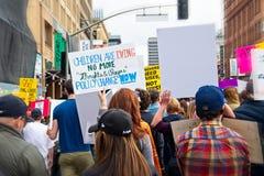 Marzo para nuestra marcha del ` s del movimiento de las vidas en Los Ángeles céntrico Imagenes de archivo