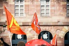 Marzo politico durante il giorno nazionale francese contro la La di Macrow Immagine Stock