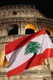 Bandiera del Libano davanti a Colosseum durante il modo dell'incrocio Fotografie Stock Libere da Diritti