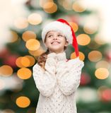 Marzyć dziewczyny w Santa pomagiera kapeluszu Zdjęcie Stock