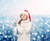Marzyć dziewczyny w Santa pomagiera kapeluszu Zdjęcia Stock