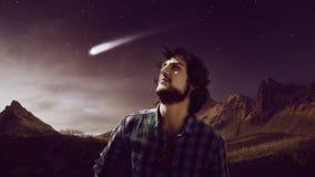 Marzycielka młody człowiek podąża gwiazdę, spada gwiazda, pojęcie, obrazy stock