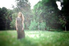 Marzycielska fotografia Yong ładna kobieta fotografia stock