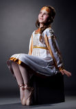 Marzycielska mała balerina pozuje w lud sukni zdjęcia stock