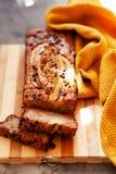 Masło bezpłatny i cukrowy bezpłatny bananowego chleba bochenek z owies mąką Weganinu tort dla zdrowej diety zdjęcie stock