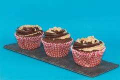 Masła orzechowego i czekolady filiżanki torty Zdjęcia Royalty Free