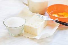 Masło, jajka, cukier i mąka, obrazy stock