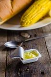 Masło z kukurudzą i chlebem zdjęcia stock