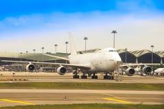 MAS在KLIA的货物的波音747-2F6B 免版税库存图片