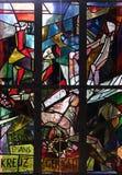 11mas estaciones de la cruz, crucifixión: Clavan a Jesús a la cruz Imágenes de archivo libres de regalías