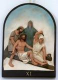 11mas estaciones de la cruz, crucifixión: Clavan a Jesús a la cruz Foto de archivo libre de regalías