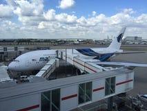 MAS A380 readies voor vertrek bij Terminal 4 het UK van Heathrow Stock Fotografie