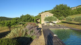 Mas Villa i Luberonen Frankrike Arkivfoton