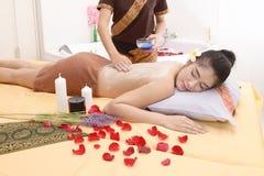 Masaż i zdrój: Tajlandzki masaż i zdrój dla skóry piękna i opieki Fotografia Stock