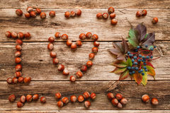 Masaż kocham jesień na drewnianym mieszkaniu nieatutowym Fotografia Stock