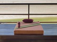 Masażu łóżkowy outdor blisko rzeki obrazy royalty free