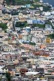 Masa budynki mieszkaniowi przegapia miasto Quito w Ekwador Obraz Stock