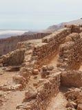 Masada Ruinen und das Tote Meer lizenzfreies stockbild